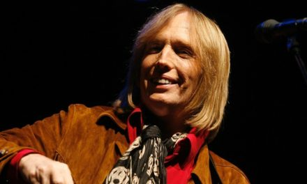 Rock icon Tom Petty 'clinging to life' after cardiac arrest: reports