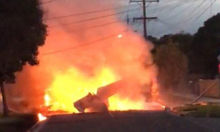 Pilot dies after plane crash-lands in Melbourne