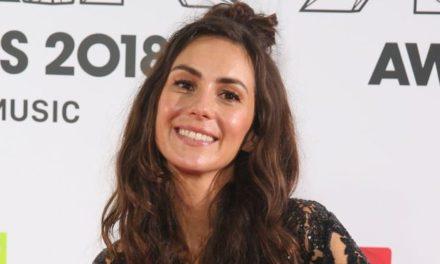 Amy Shark: Stowaways found on singer's bus near UK border