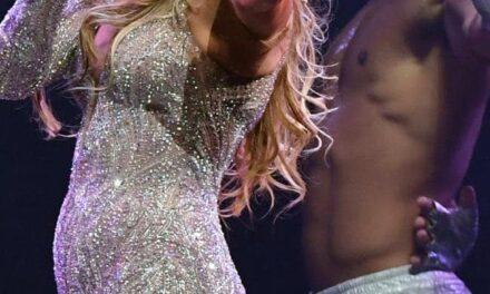 Jennifer Lopez Performs in Bizarre Costume in Las Vegas