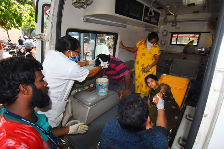 Hundreds in hospital after leak at Indian chemical factory closed by lockdown