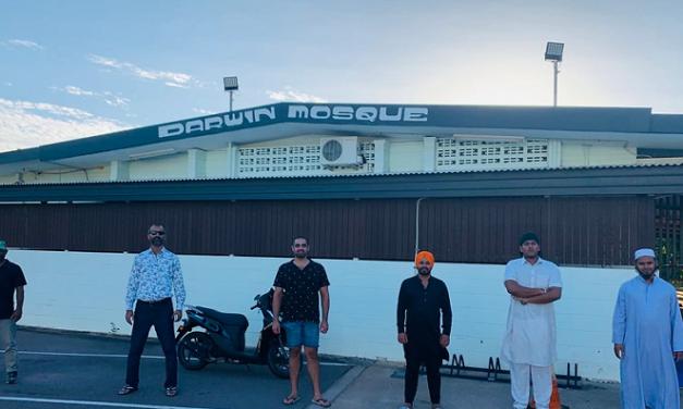 Darwin's Sikh food charity helps Muslims break their fast during Ramadan in 'drive-through, takeaway Iftar'