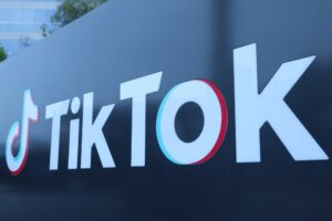 TikTok, WeChat to be banned from US app stores on Sunday